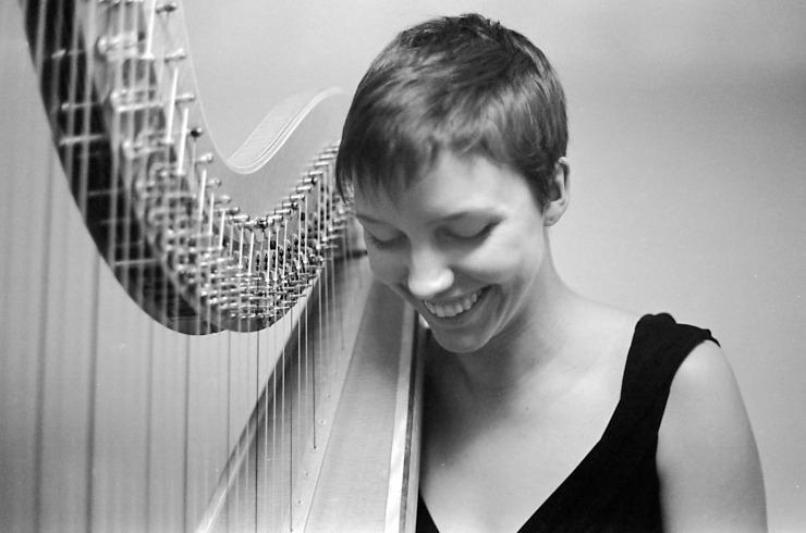 Melina, Harp